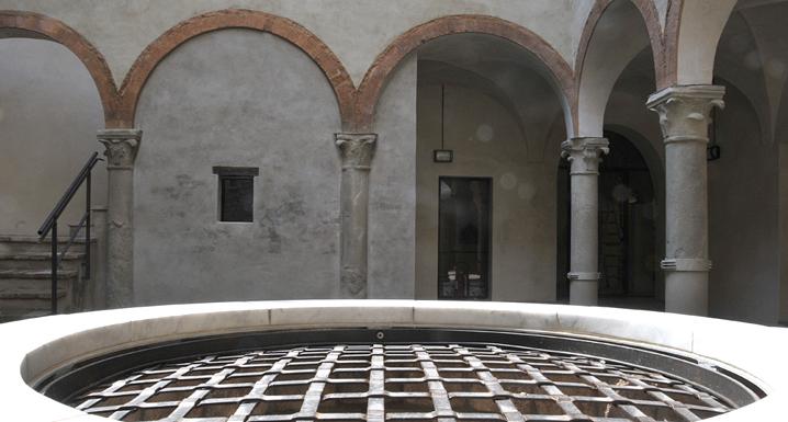 Palazzo Cavezzi, cortile interno